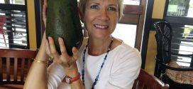 Mujer Encuentra Aguacate de 2,3 kilogramos en Hawai
